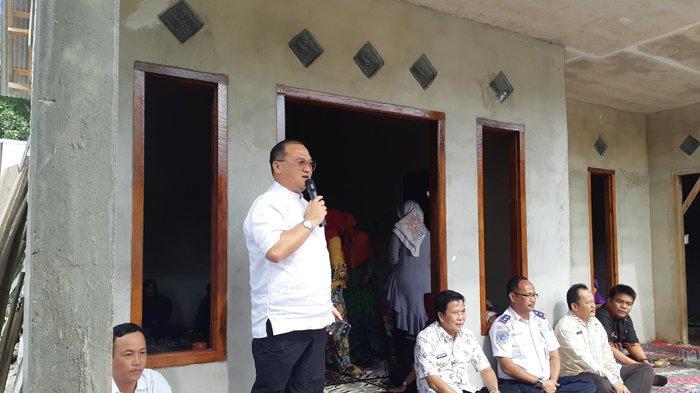 Serahkan Bus Sekolah di Dusun C2 Lubuk Pabrik, Gubernur Ingin Angka Melanjutkan Sekolah Meningkat