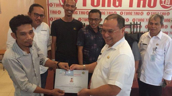 Gubernur Bangka Belitung Silahturahmi dan Serahkan Sertifikat UKW Anggota PWI