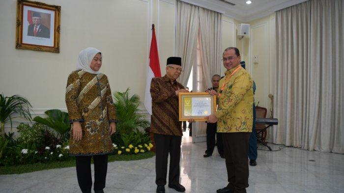 Erzaldi Rosman Raih Penghargaan Pembina Produktivitas Paramakarya Tahun 2019
