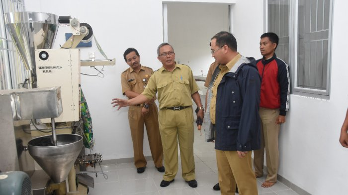 Banyak Alat-alat di SMKN 4 Pangkalpinang Rusak, Gubernur Erzaldi Langsung Telpon Direktur Polman