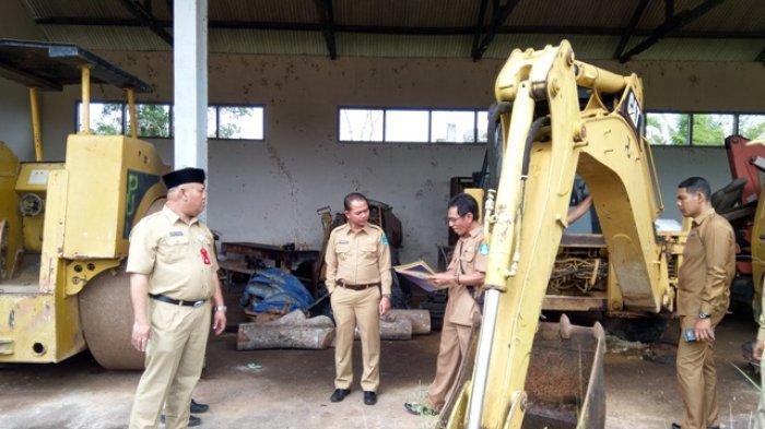 Kunjungi Gudang Kendaraan, Bupati Bangka Singgung Rumput di Halaman Work Shop PU Kenanga Tak Terawat