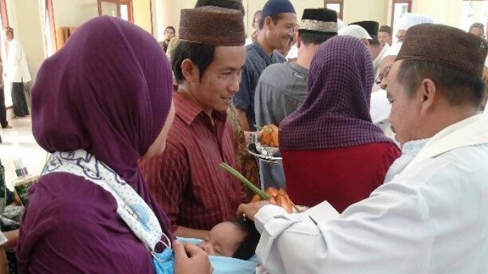 Gunting Rambut Massal dan Shalawat Meriahkan Peringatan Maulid Nabi di Kelapa