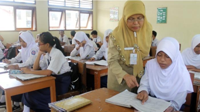 Guru Honorer Muda Ini Kecewa, Terpaksa Pasrah Ikut Keputusan Pemerintah