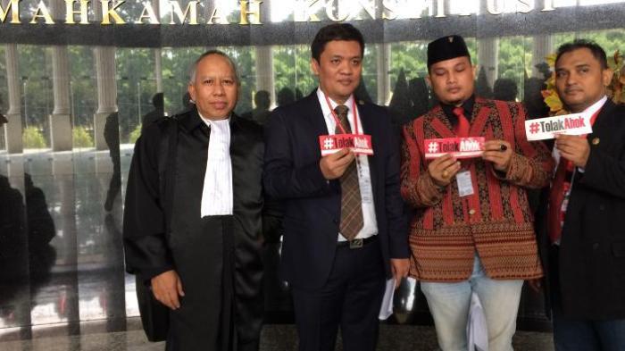 Sebelum Sidang, Habiburokhman Pamer Stiker