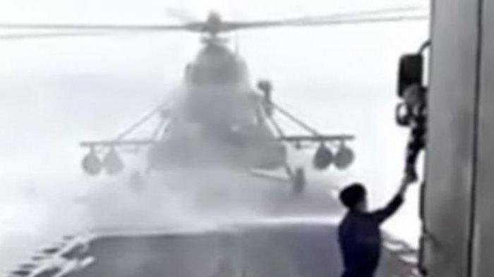 Tanyakan Lokasi Ini, Pilot Helikopter Militer Malah Mendarat di Jalan Raya