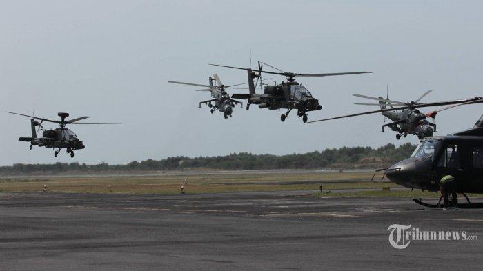 Helikopter milik TNI AD MI-35 dan AH Apache milik Us Army melakukan latihan gabungan evakuasi darat di markas TNI AD Skadron II /Serbu Lanumad A Yani Semarang, Jateng, Senin (15/9/2014).
