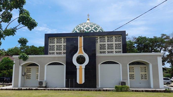 Masjid Al Kamal Miliki Desain Menyerupai Hajar Aswad, Tempat Gubernur dan ASN Ibadah Salat