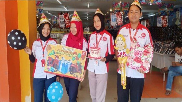 Honda Happy Birthday Nusantara Surya Sakti Sungailiat - honda-nss-sungailiat-melakukan-surprise-ulang-tahun-kepada-konsumen-karyawati-swasta-b.jpg