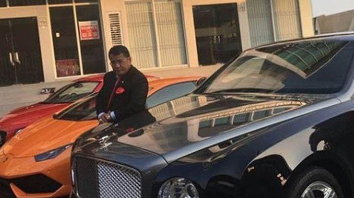 Hotman Paris dan mobil-mobil mewahnya