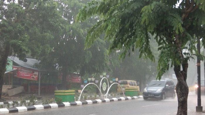 Hujan Sedang Terjadi Hanya di 4 Kabupaten Ini