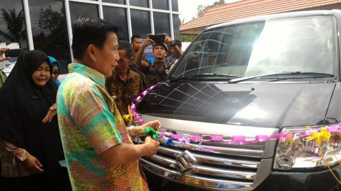 Ibnu Saleh Resmikan Mobil Operasional Kelurahan Sungaiselan