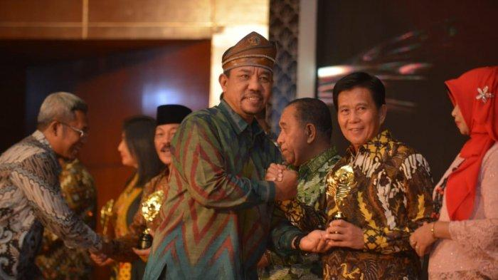 Danau Kaolin Bangka Tengah Raih Penghargaan Bergengsi di Anugerah Pesona Indonesia