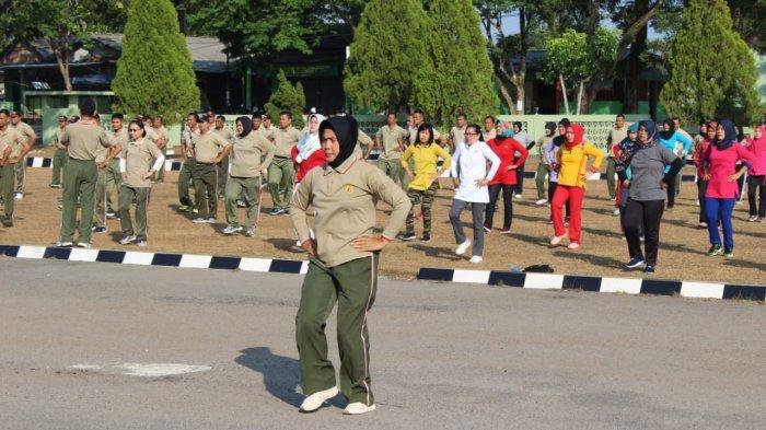 Persiapan Sambut HUT TNI Korem 045 Gaya dan Siswa Gelar Latihan Tarian Sajojo