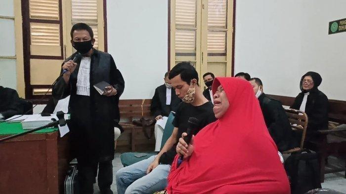 Ibunda Dua Terdakwa Pembunuh Hakim Jamaluddin Beri Kesaksian, Sempat Histeris di Depan Hakim