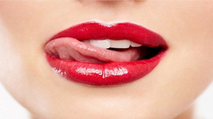 10 Cara Memerahkan Bibir Tanpa Secara Alami, Pakai Bahan Murah dan Mudah Didapatkan