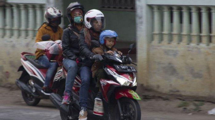 Ini Bahayanya Kalau Bonceng Anak Kecil di Jok Depan Motor