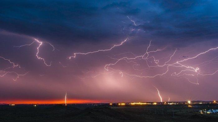 Prakiraan Cuara Hari Ini Pangkalpinang Bakal Dilanda Hujan Disertai Petir Menggelegar