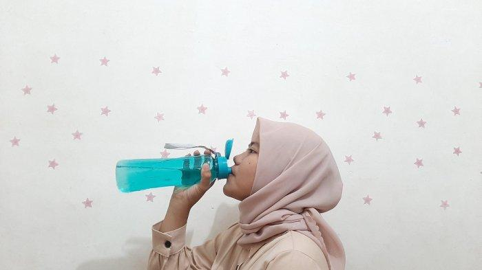 Benarkah Kurang Minum Bisa Air Sebabkan Sakit Pinggang? Simak Penjelasannya