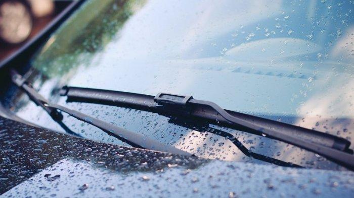 Harus Dipahami, Ini Tips Agar Mobil Tak Kehilangan Kendali Saat Jalan Basah