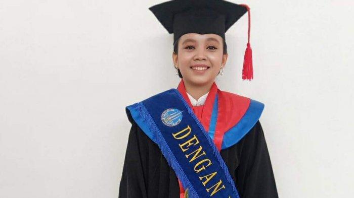 Sempat Bingung Tidak Ada Biaya Kuliah, Indah Anak Buruh Harian Ini Lulus Meraih IPK Sempurna