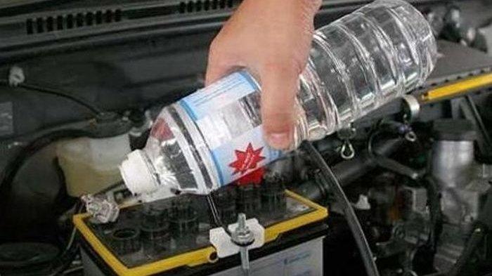 Begini Cara Menambahkan Air Aki yang Benar yang Harus Diketahui Pemilik Mobil