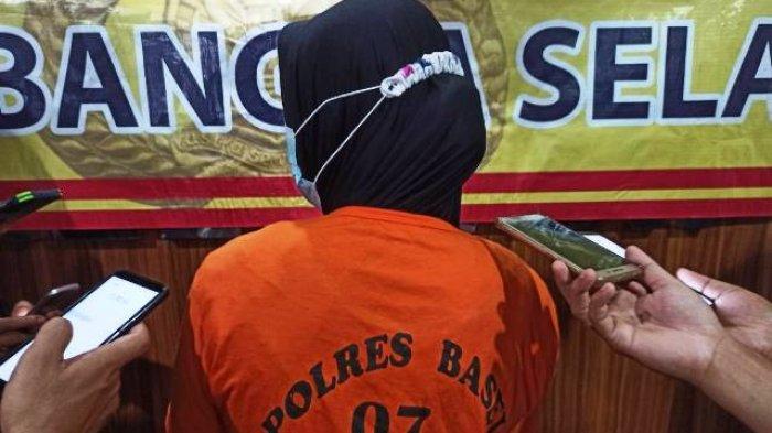 IRT Bernisial SA (37) setelah diamankan di Polres Bangka Selatan.