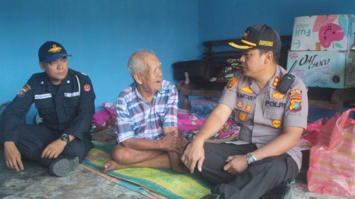Kapolres Bangka Tengah Borong Habis Dagangan Kakek Husen