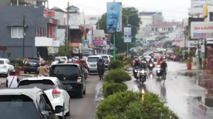 Pasca Banjir, Jalan Sudirman Pangkalpinang Sudah Bisa Dilalui Kendaraan
