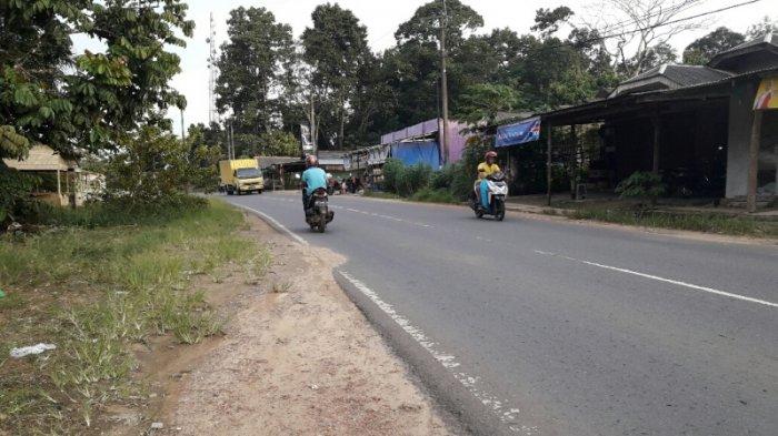 Jalan Negara Sebagian Tak Miliki Siring, Air Hujan Tumpah ke Rumah Warga dan Areal Masjid