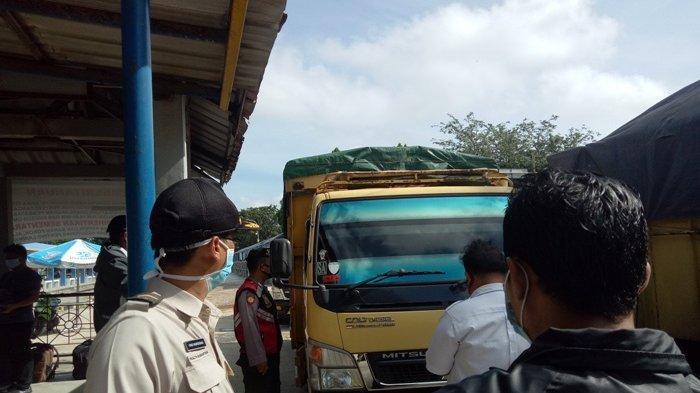Logistik Dominasi Penyeberangan Pelabuhan Tanjungkalian Muntok, Jalur Motor Kosong