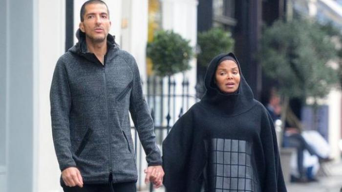 Terekam Kamera, Adik Michael Jackson Tampil Berbusana Muslim di Depan Publik
