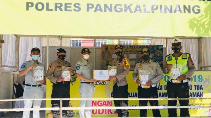 PT Jasa Raharja menyerahkan bingkisan aksi simpatik sebagai wujud dukungan dan kepedulian kepada petugas yang sedang berjaga di posko-posko operasi ketupat, semoga bingkisan ini bermanfaat untuk para petugas