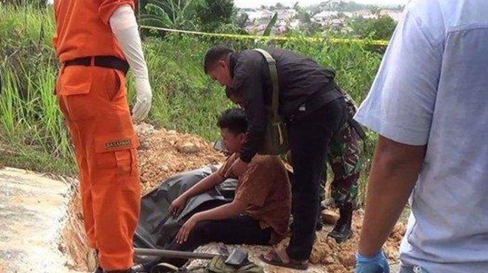 Ada Cangkul dan Balok Kayu Berdarah di Dekat Mayat Pria 70 Tahun, Diduga Korban Pembunuhan