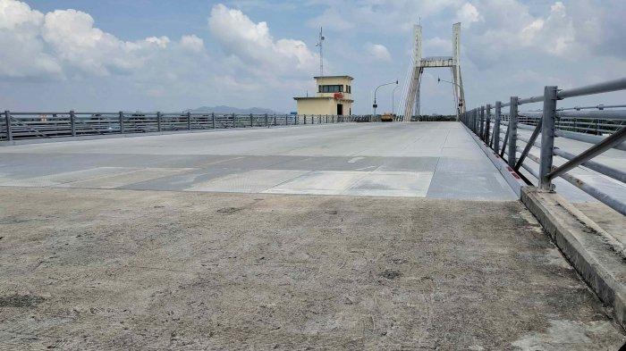 Jadi Objek Wisata, Pedagang Tak Masalah Jembatan Emas Ditutup