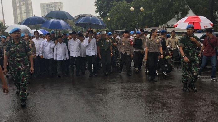 Jokowi dan Jusuf Kalla Salat Jumat di Monas Bersama para Peserta Aksi