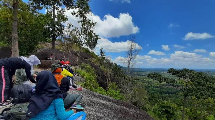 Jurus Sehat Rame-Rame, Komunitas Ibu-ibu Suka Mendaki Bukit, Nikmati Keindahan Alam dari Ketinggian - jsr5.jpg