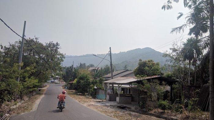 Kabut Asap Selimuti Bukit Betung dan Bukit Siam