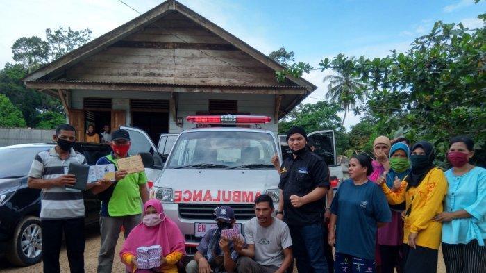 Warga Kampung Kelapa Terima Bantuan, Mobil Ambulans dan Uang Tunai