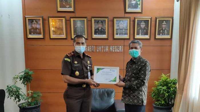 BJPS Ketenagakerjaan Berikan Penghargaan Kepada Kejati Bangka Belitung