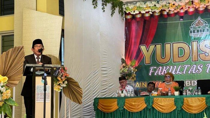 Dekan Fakultas Tarbiyah Yudisium 69 Mahasiswa Terbaiknya
