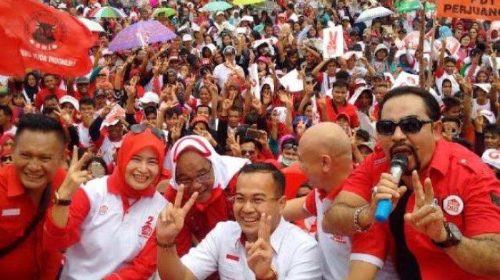 Masyarakat Meluber Hadiri Kampanye Akbar Rustam-Irwansyah