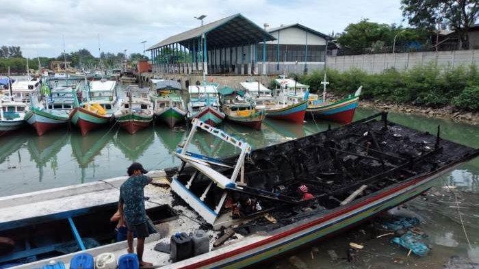 Kapal nelayan penangkapan ikan KM Sanjaya 3 mengalami musibah kebakaran di bagian buritan dan rumah kapal pada saat ujicoba melaut pada hari Senin (23/11/2020) malam sekitar pukul 21.00 WIB di perairan Karang 9 Kecamatan Sungailiat Kabupaten Bangka