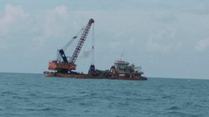 Kapal Penjarah Besi Bawah Laut Rusak Ekosistem Perairan Toboali