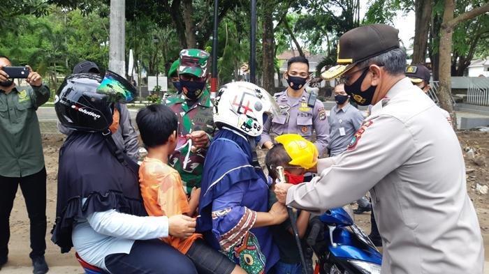 Kampanye Jaga Jarak dan Hindari Kerumunan, Cegah Penularan Covid-10 Ribuan Masker Dibagikan