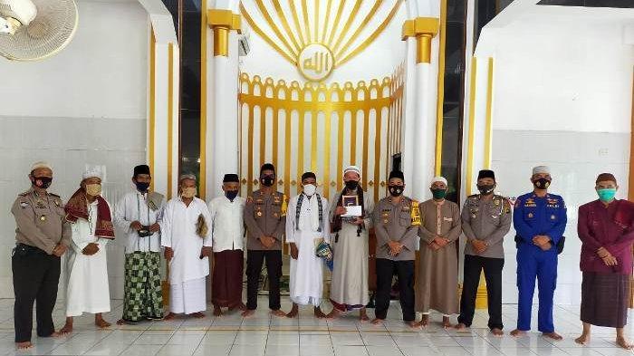 Silaturahmi dengan Pengurus Masjid dan Tokoh Agama , Kapolres Bangka Barat Aktif Edukasi Program 3 M