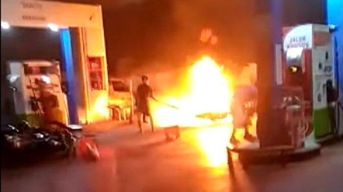 Video Kobaran Api Nyaris Hanguskan Pom Bensin, Gara-gara Selang Karburator
