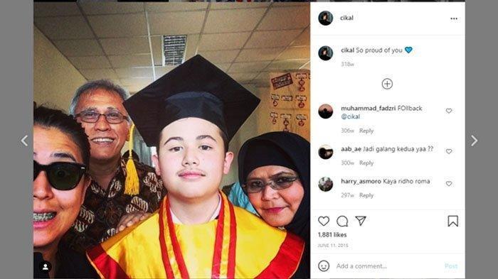 Kebersamaan keluarga Iwan Fals saat rayakan wisuda Raya Rambu
