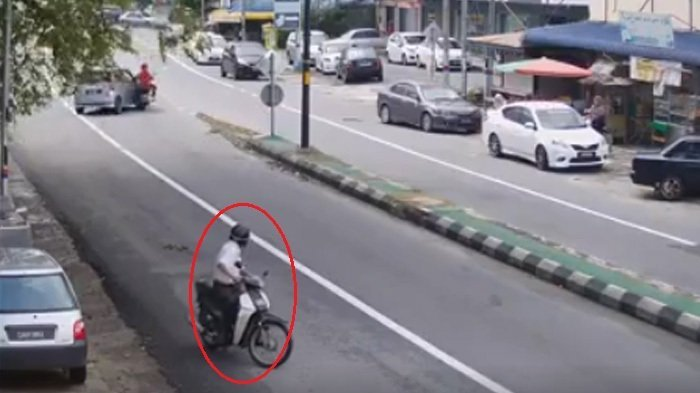 Video Pria Pakai Motor Ini Bikin Heboh, Kata Netizen Seperti Paranormal