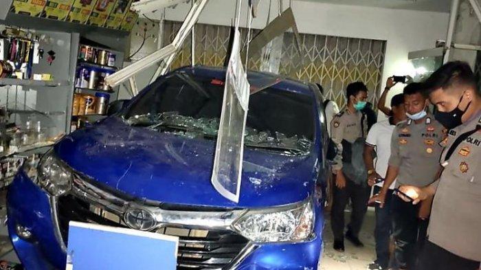 Kecelakaan Maut, Mobil yang Dikemudikan ABG Seruduk Minimarket, Anak 6 Tahun di Depan Kasir Tewas