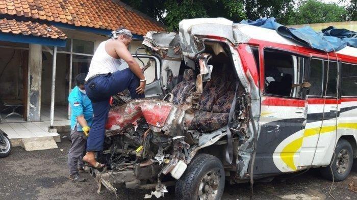 Kecelakaan beruntun maut terjadi di ruas Tol Cipali KM 78 jalur A 9, Senin (30/11/2020). Kondisi kendaraan yang terlibat kecelakaan.